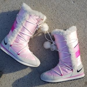 Nike snow boots womens size 10